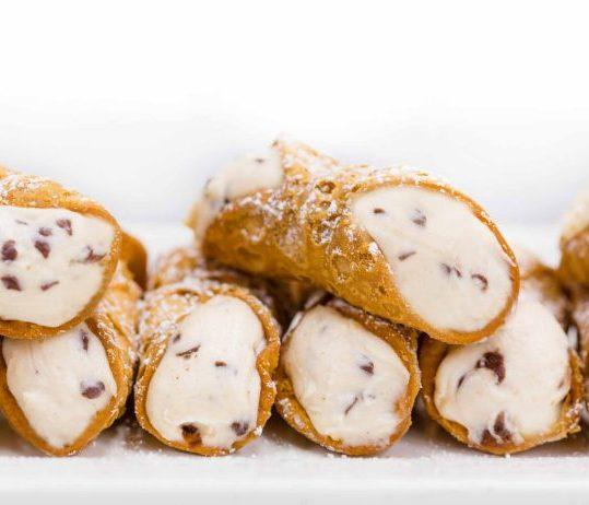 carlos-bakery-cannolis_2400x1600.jpg.resize.0.0.693.462